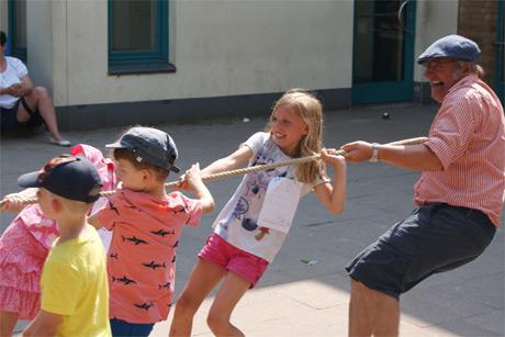 Große Sommersause in der Albert-Schweitzer-Schule: Ganztagsgrundschule feiert Sommerfest mit rund 400 Kindern und Familien